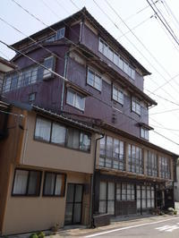 佐渡・小木の木造5階建 - 路地裏統合サイト【町角風景】
