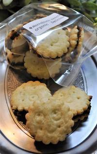 ナッツとレーズンのマクロビクッキー - ミルクムーン