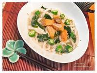 鮭とわかめの焙煎ごまスープうどん - うひひなまいにち