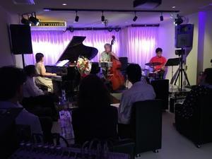 Jazzlive comin 明日木曜日のライブ! - Jazzlive Comin     広島  薬研堀のJazz BAR