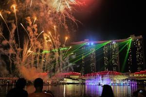 シンガポールMBSのショーとNDPリハーサルの花火 - 旅の備忘録