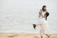 お嫁さんを担いで逃げる人 - YUKIPHOTO/平松勇樹写真事務所