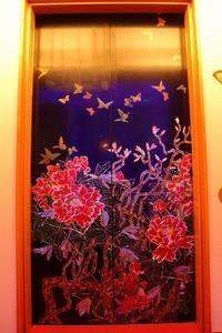 指定有形文化財「百段階段」は、日本で一番豪華なエレベーターに乗って向かいます(目黒雅叙園) - 旅プラスの日記