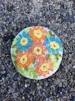 手作りっぽい、刺繍のブローチを拾いました。女性センターに届けてあります。 - 世界が変わる わたしのお守り Wen-Do 2::女性のエンパワーと護身術::by福多唯
