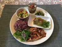 鶏モモはちみつ醤油漬け焼きワンプレートと温泉 - カフェ気分なパン教室  ローズのマリ