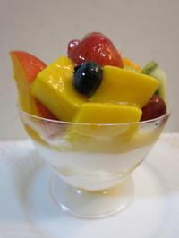 新宿タカノ 横浜高島屋店限定フルーツプリンパフェは高いけど美味い! - あれも食べたい、これも食べたい!EX