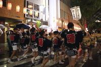 雨の2017年 神楽坂祭り - ねこの撮った汽車