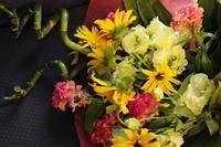 喜寿のお祝いの花束 - 北赤羽花屋ソレイユの日々の花