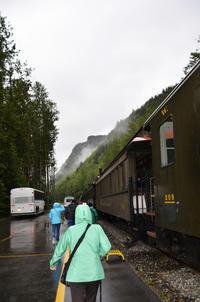 7月11日(火)すべては霧の中のスキャグウエイ:ルビープリンセスアラスカクルーズ - あれも食べたい、これも食べたい!EX