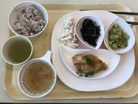 今日のランチは健康定食を10分で食う。(それって不健康) - よく飲むオバチャン☆本日のメニュー