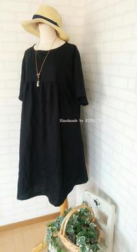ドルマンスリーブワンピを黒色リネンで - 子ども服と大人服 KONO'N