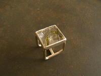 ガーデンクオーツ 立方体リング - 石と銀の装身具