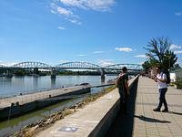 ハンガリーとスロヴァキアの国境に架かる橋 - 一歩一歩!振り返れば、人生はらせん階段