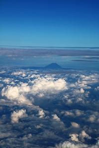 藤田八束ANAでの旅@夏の富士山、夕日と瀬戸大橋、百舌鳥・古市古墳群・・・夕方の伊丹空港は最高だ - 藤田八束の日記