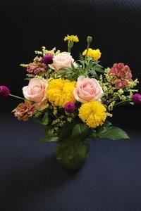 お誕生日の花束 ジニア - 北赤羽花屋ソレイユの日々の花