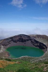 蔵王山上空をアサギマダラが飛ぶ - 川の流れのカンツカブログ