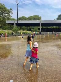 予定のない日は水遊び - NY/Brooklynの空の下