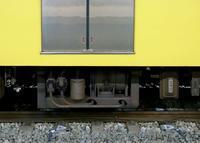 絶滅危惧種!HB2000型コンプレッサー - 黄色い電車に乗せて…