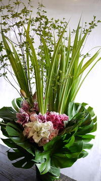 南1西16のスキンケアクリニック様の1周年に。2017/08/01。 - 札幌 花屋 meLL flowers