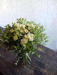 結婚式のクラッチブーケとブートニア。「白~グリーン」。2017/08/03。 - 札幌 花屋 meLL flowers