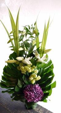 お盆用のアレンジメント。新川西3条にお届け。2017/08/05。 - 札幌 花屋 meLL flowers