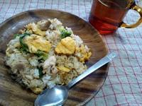 レタスと卵のニンニク風味炒飯 - Minha Praia