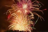 湖上の煙...河口湖湖上祭の花火と河口湖駅 - T O K I B A K O