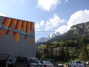 コル・ロデッラからサッソルンゴへハイキング Col Rodella - Sasolungo - オルガニスト愛のイタリア山小屋生活