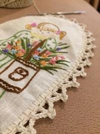 義母の刺繍を使って小作品 - 眠れる島の小さな住人達