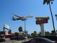 飛行機マニアにはたまらない場所♡ LAX空港近くのIN-N-OUT バーガーにかぶりつきながら飛行機観察はいかが? - MG Diary