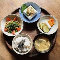 昨日の昼ごはん(生野菜入り納豆、冷奴、ぬか漬け) - 青蓮亭日記