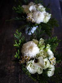 お盆用のアレンジメント。「白系、低め」。2017/08/11。 - 札幌 花屋 meLL flowers