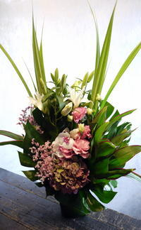 お盆用のアレンジメント。あいの里3条にお届け。2017/08/12。 - 札幌 花屋 meLL flowers