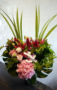 お盆用のアレンジメント。厚別西2にお届け。2017/08/13。 - 札幌 花屋 meLL flowers