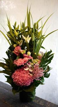 お盆用のアレンジメント。美しが丘5にお届け。2017/08/13。 - 札幌 花屋 meLL flowers