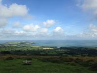 モニュメントにお詣り - イギリス ウェールズの自然なくらし