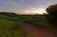 寛弘寺古墳 ~夏の夕照 - katsuのヘタッピ風景