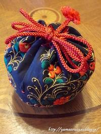 作品展用 萩焼茶碗用仕覆を仕立てる - ロシアから白樺細工