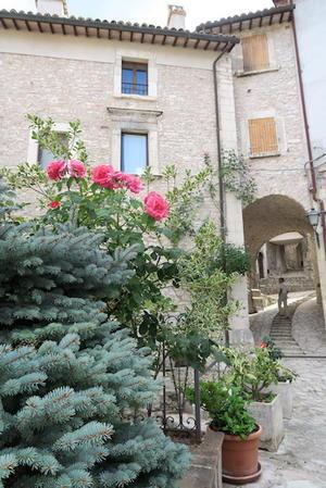 バールなき行きずりの村、イタリア ウンブリア - イタリア写真草子 - Fotoblog da Perugia