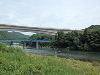 『夏水仙(ナツズイセン)や臭木(クサギ)の花の咲く川沿いの道~』 - 自然風の自然風だより
