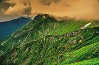 谷川岳 雲に包まれる - 風の香に誘われて 風景のふぉと缶
