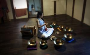 歌うヨガ キルタンとシンギングボウル 瞑想と浄化のいちにち - ナチュラル キッチン せさみ & ヒーリングルーム セサミ