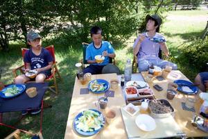 奥飛騨温泉郷オートキャンプ場・川遊び - peddyのくまちゃん カメラを持って。