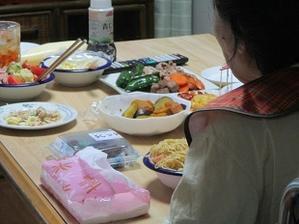 食事介助 - どうしちゃったんだよ、お母さん。