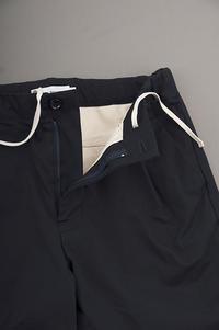 STILL BY HAND  1-Tuck Tapered Easy Pants (Navy) - un.regard.moderne
