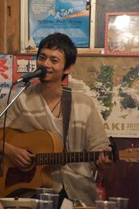 8/17ライブ@沖縄そば岡てつ - 世界一周のうたたび ちゃるのあしあと