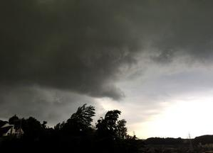 ゲリラ豪雨か嵐か、嵐かゲリラ豪雨か。 - 丘の上から通信