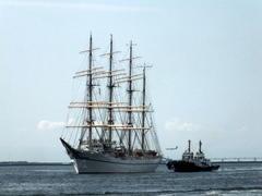 """8月19日(土)、神戸港第1突堤に練習船""""日本丸""""が入りました -"""
