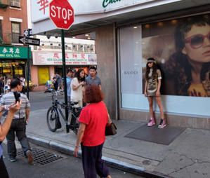 NYの中華街でお人形さんみたいな女の子がロケしてました - ニューヨークの遊び方