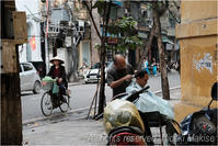インドシナ周遊の旅(38)ハノイ(15)旧市街(2)路上の理髪師 - My Filter     a les  co les   Photographies